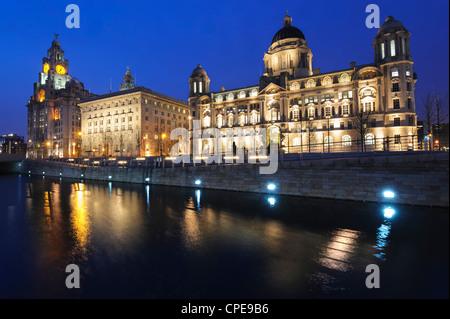Les trois grâces au crépuscule, Cunard Building, Port de Liverpool, Liverpool, Merseyside, England, UK Banque D'Images