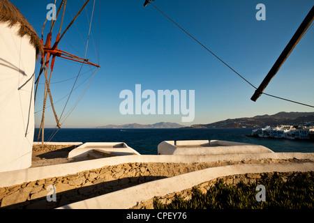 L'un des cinq moulins à vent historiques du Mykonos Banque D'Images
