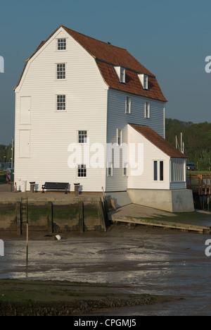 Moulin à marée de Woodbridge sur les bords de la rivière Deben estuaire. L'Angleterre. Banque D'Images