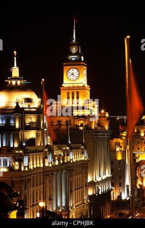 Chine Shanghai Bund Drapeaux de nuit Banque D'Images