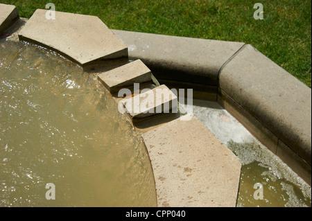 Fontaine cubiste à Manes bridge Prague République Tchèque Banque D'Images