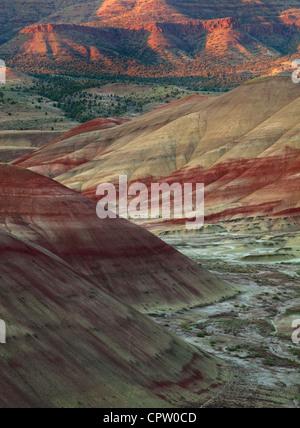 John Day Fossil jumeaux National Monument, ou stratifié: modèles et couleurs dans les formations volcaniques de la collines peintes
