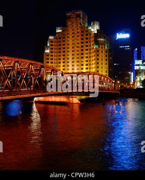 Broadway Mansion Hotel Shanghai et extérieur, Baidu, pont au-dessus de la rivière Qianlvchen la Nuit de Chine Banque D'Images
