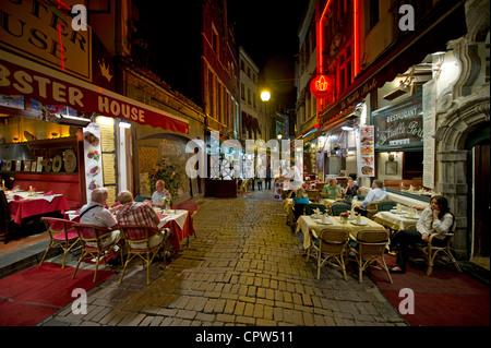Rue des Bouchers Bruxelles - restaurant rue près de Grand Place Banque D'Images