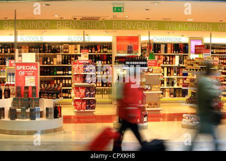 France, Bouches du Rhône, Marignane, l'aéroport Marseille Provence, MP2 Terminal, duty free shop Banque D'Images