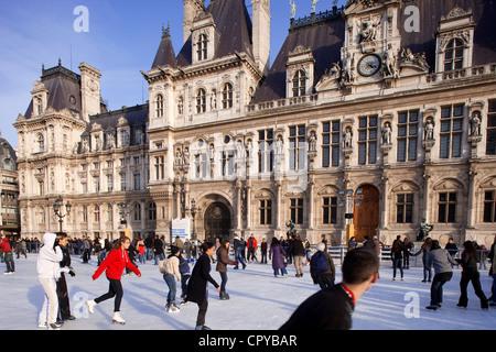 France, Paris, le patin à glace de Paris Hôtel de Ville (City Hall) en hiver
