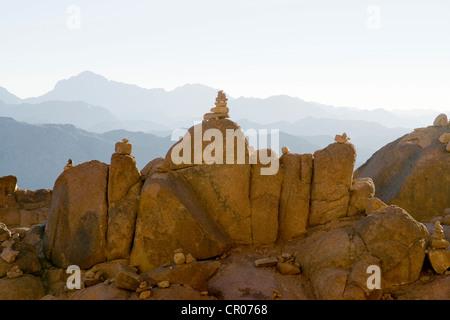 L'Égypte, la péninsule du Sinaï, le mont Sinaï au lever du soleil, site classé au Patrimoine Mondial par l'UNESCO Banque D'Images