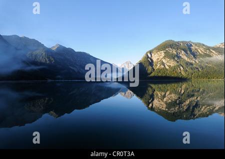 Lac Plansee, Alpes, Ammergebirge montagnes, à l'égard de la montagne Thaneller les Alpes de Lechtal, Tyrol, Autriche Banque D'Images