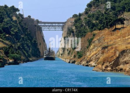 Grèce Péloponnèse Corinthe Canal construit au xixe siècle pour relier le golfe de Corinthe avec la Mer Ionienne Banque D'Images