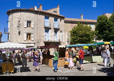 La France, Vaucluse, Sault, marché hebdomadaire qui aura lieu le mercredi dans le centre historique depuis 1515 Banque D'Images