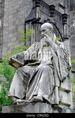 Michel de l'hôpital, un avocat, un écrivain, un monument situé devant le tribunal, Riom, Auvergne, France, Europe