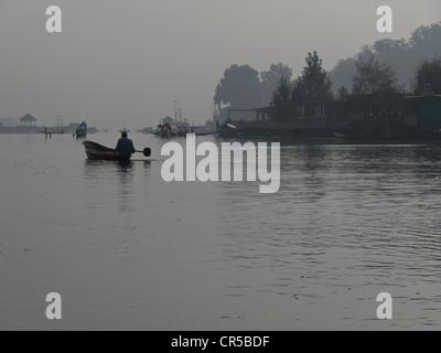 Dal Lake, à Srinagar, Jammu-et-Cachemire, l'Inde, l'Asie Banque D'Images