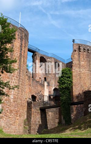Ruines du château de Burg Montclair tour Mont clair sur la Saarschleife Tafeltour itinéraire, Mettlach, Centre, Banque D'Images