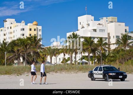 United States, Florida, Miami Beach, South Beach, voiture de police sur la plage Banque D'Images