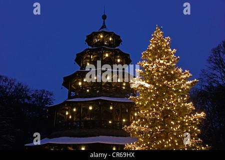 Germany, Bavaria, Munich, marché de Noël à la tour chinoise
