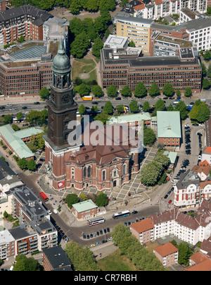 Vue aérienne, vue main protestant church église St Michel ou Michel, Hambourg, Allemagne, Europe Banque D'Images