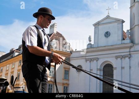 Autriche Vienne centre historique classé au Patrimoine Mondial par l'UNESCO Michaelerplatz coach service voiturier Banque D'Images
