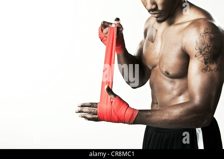La main d'enrubannage boxer avec bandage Banque D'Images