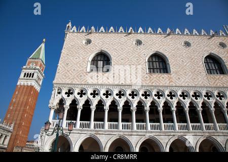 Du palais des Doges et le campanile, Venise, Italie