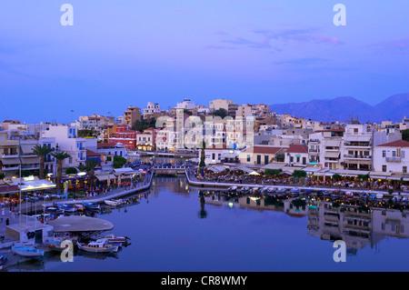 Lac de Voulismeni à Agios Nikolaos, Crète, Grèce, Europe Banque D'Images