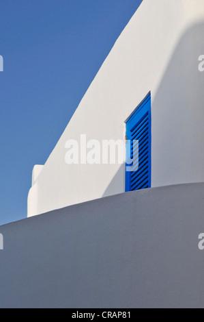 Mur Blanc contre un ciel bleu, l''île de Panarea, Îles Éoliennes ou Lipari, Sicile, Italie du Sud, Italie, Europe Banque D'Images