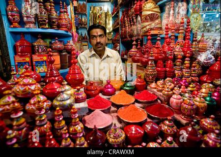Concessionnaire, Bazar, Varanasi, Uttar Pradesh, Inde, Asie Banque D'Images