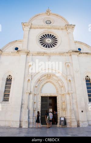 Façade ouest de la cathédrale de Sveti Jakov, Cathédrale de Saint Jacques, place de la Cathédrale, Sibenik, Dalmatie, Banque D'Images