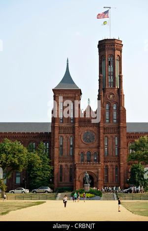 """Smithsonian Institution Building, communément appelé """"le Château"""", le musée et le bâtiment administratif, National Banque D'Images"""