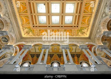 Magnifique plafond de verre avec la peinture dans le grand hall d'entrée, la grande salle, le Jefferson Building, Bibliothèque du Congrès