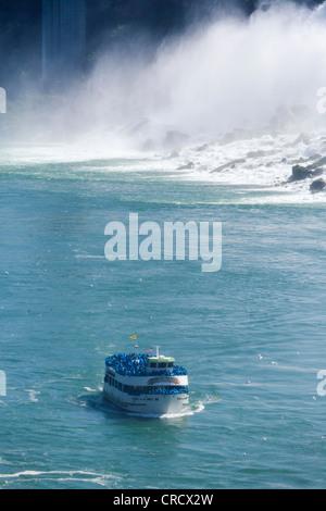 Maid of the Mist bateau d'en face de l'American Falls vue du côté canadien, Niagara Falls (Ontario), Canada Banque D'Images