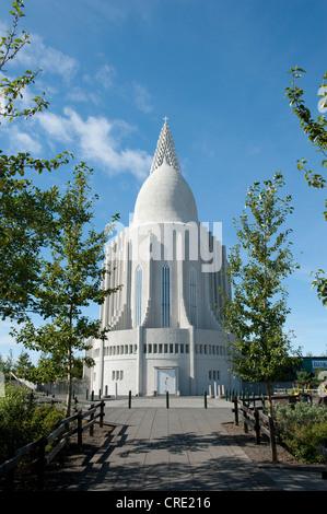 Vue arrière, l'église Hallgrímskirkja, paroisse luthérienne, du centre-ville, Reykjavik, Islande, Scandinavie, Europe Banque D'Images