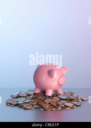 Piggy Bank on pile de pièces