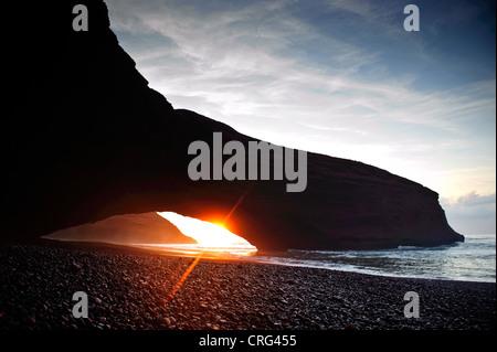 Belle plage à l'heure du coucher du soleil, le Maroc Banque D'Images