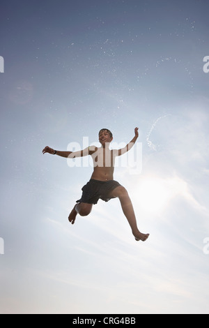Boy posing in mid-air Banque D'Images