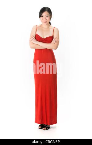 Happy Asian Woman in red dress prêt pour sortir le soir. Isolé sur blanc. Banque D'Images