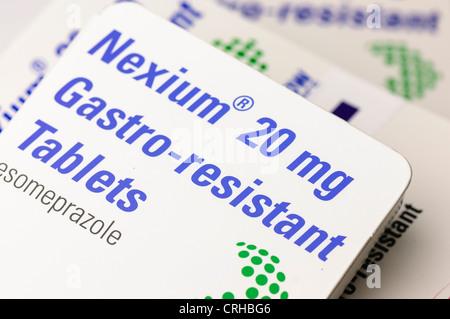 Nexium (ésoméprazole) comprimés pour traiter un excès d'acide gastrique et les ulcères Banque D'Images