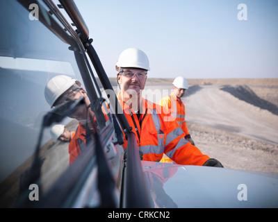 Avec les travailleurs des mines de charbon dans l'équipement Banque D'Images