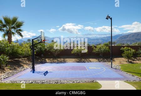 Vide de basket-ball avec des pôles Banque D'Images