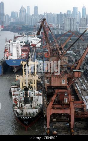 Les porte-conteneurs sont supprimés dans le port de Shanghai