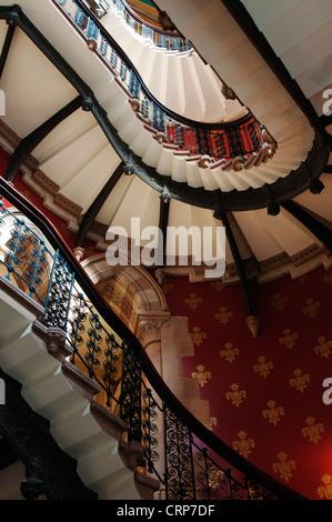 Grand escalier à l'intérieur de l'hôtel Renaissance St Pancras. L'escalier a été nommé l'Europe le plus grandiose Banque D'Images