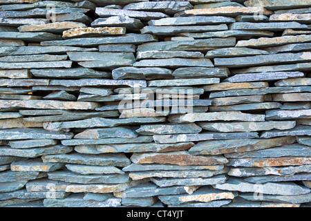 Des pierres empilées, bleu ardoise. Banque D'Images