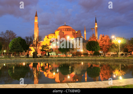 Nuit à l'Hagia Sophia, Sultanahmet, Istanbul, Turquie Banque D'Images