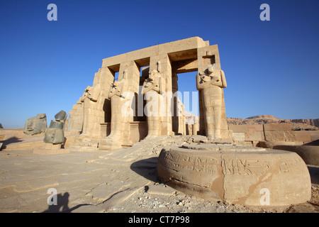 Le Ramesseum, temple funéraire du pharaon Ramsès II, Luxor, Egypte Banque D'Images