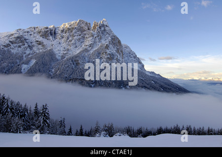 Matin brouillard, Punta Santner, Santner, Sciliar, UNESCO du patrimoine mondial naturel, Valle Isarco, Dolomites, Banque D'Images