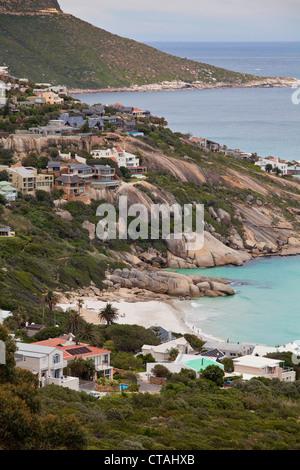 Maisons de Plage dans la baie de Llandudno et Cape Town, RSA, Cape Town, Western Cape, Afrique du Sud Banque D'Images