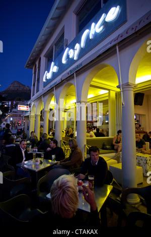 Manger-out sur Victoria Road à Camps Bay, Cape Town, Western Cape, Afrique du Sud, RSA, l'Afrique Banque D'Images