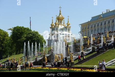 Magnifique palais, fontaines, statues et des Parcs de Peterhof (Petrodvotets).