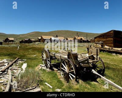 Un vieux cheval-voiture à Bodie, une ville fantôme de la Californie, aux États-Unis. Banque D'Images