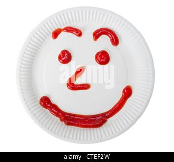 Papier blanc et plaque rouge sourire de ketchup isolé. Selective focus Banque D'Images