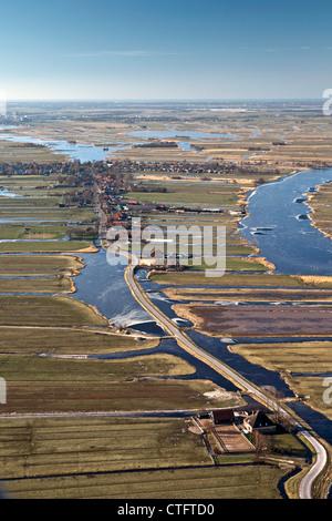 Les Pays-Bas, Jisp, Antenne de village et paysage de polders. Banque D'Images